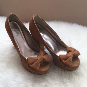 Camel Heels with Bow